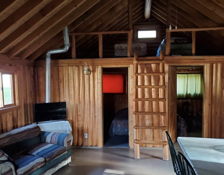 Ontario 6 person fishing and hunting cabin